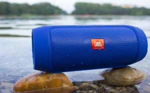 The-Best-Portable-Bluetooth-Speaker-with-a-Long-Battery-Life 2