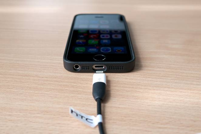 Can-I-Charge-My-Smartphone-Overnight-3