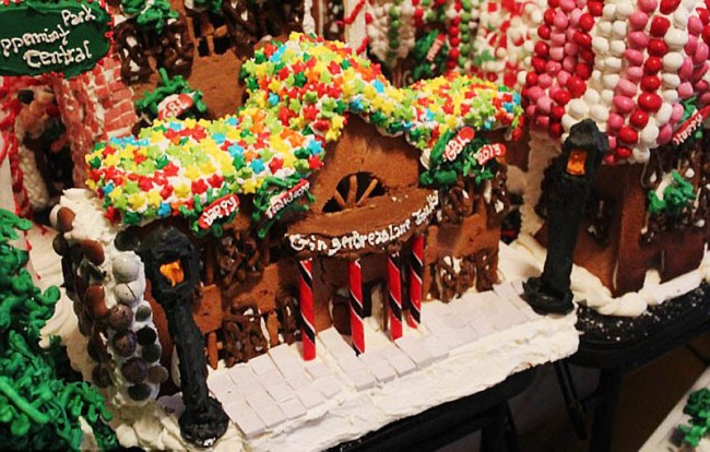 eat_gingerbread_on_Christmas_Day