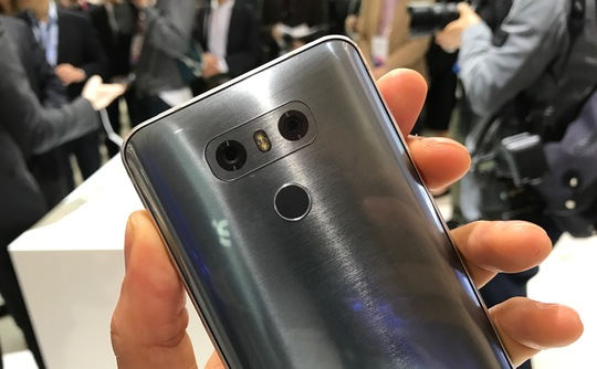 why_lg_g6_has_2_cameras