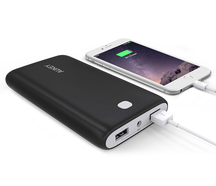 aukey_quick_charge_3.0_power_bank
