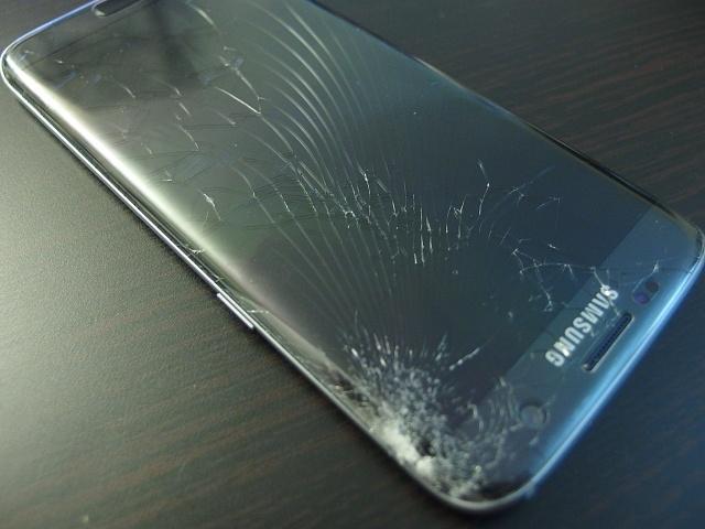 should-i-use-a-galaxy-s8-screen-protector-screen-break