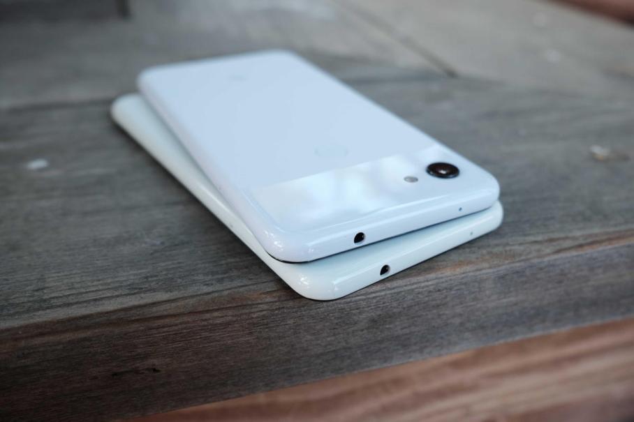 pixel-3a-back-headphone-jack