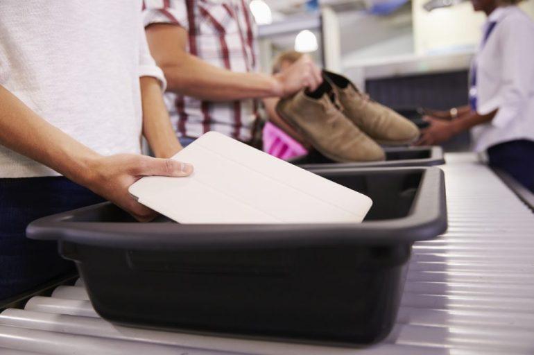 scann-bin-airport-can-you-bring-a-laptop-on-a-plane
