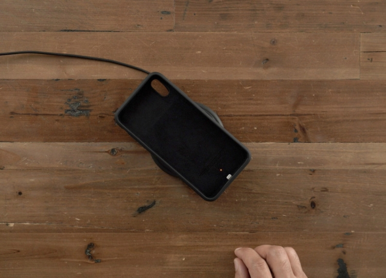 how-to-know-your-smart-battery-case-for-iphone-xs-xs-max-or-xr-is-fully-charged-wireless-charging