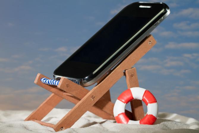 shutterstock_phone_under_sunshine