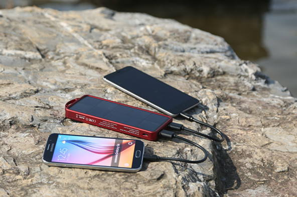 Giveaway: EasyAcc 8000mAh Solar Charger with 32 LED Light