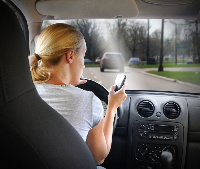 to_get_a_cell_phone_holder_can_bring_great_convenience_when_taking_a_driver