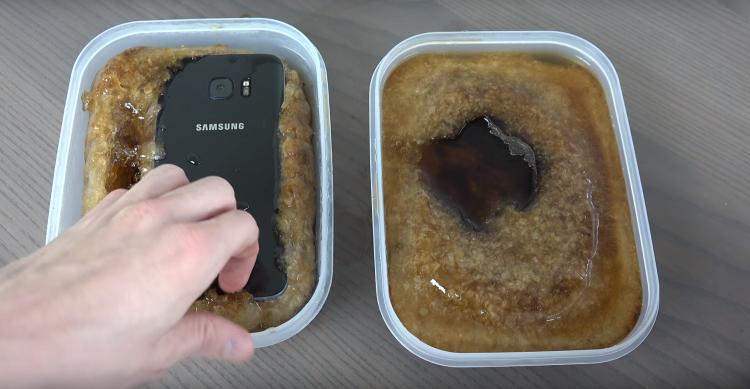 Samsung Galaxy S7 Edge vs. iPhone 6S Plus Coca-Cola Freeze Test
