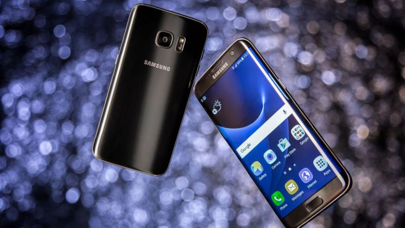 the_design_is_different_between_samsung_galaxy_s7_and_samsung_galaxy_s8
