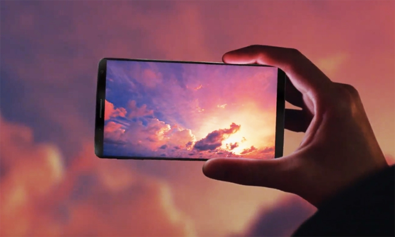 the_size_of_the_display_is_different_between_samsung_galaxy_s7_and_samsung_galaxy_s8