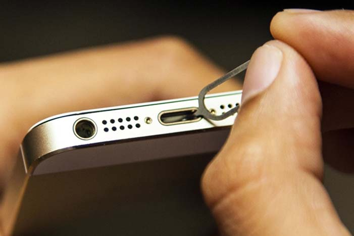 How-to-Clean-Charging-Port-on-iPhone