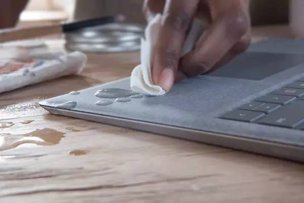 How to Clean the Surface Laptop? 1