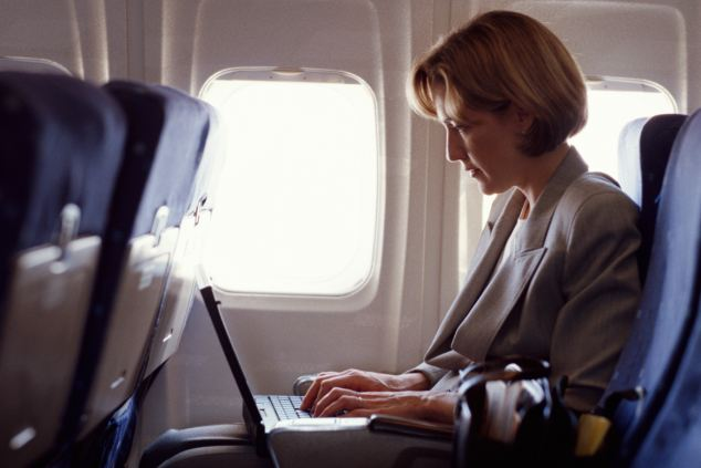 use-a-laptop-on-airplane-can-you-bring-a-laptop-on-a-plane