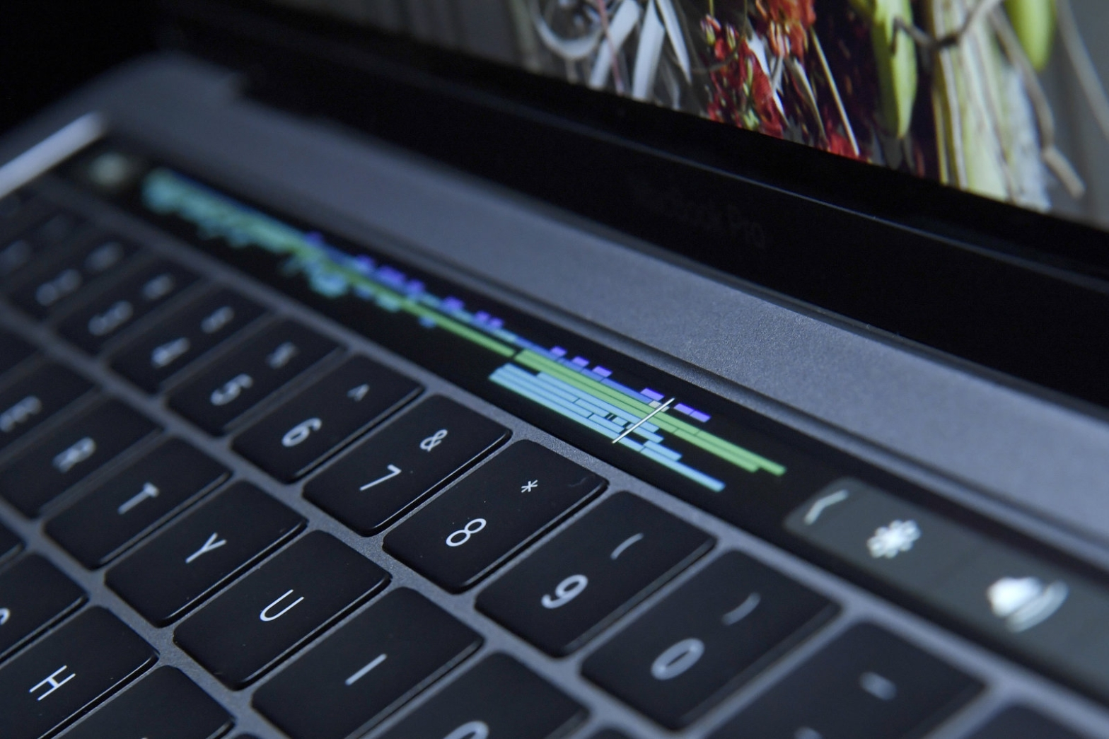 the-things-you-can-do-with-apple-touch-bar