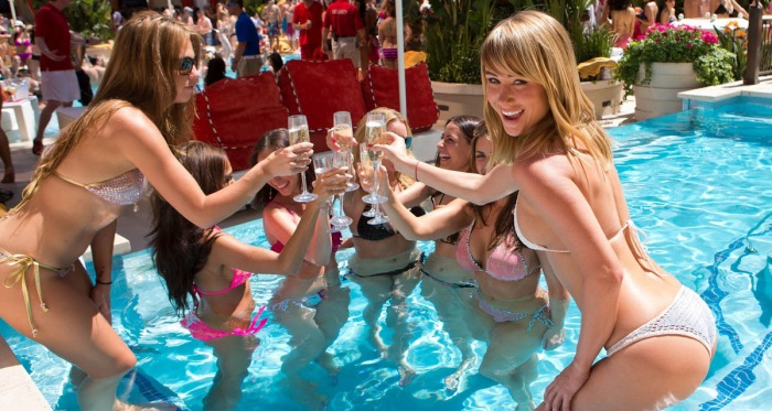 bare_pool_lounge_at_the_mirage